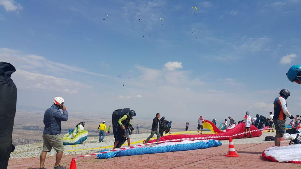 Aksaray'da Dünya Yamaç Paraşütü Şampiyonası başladı
